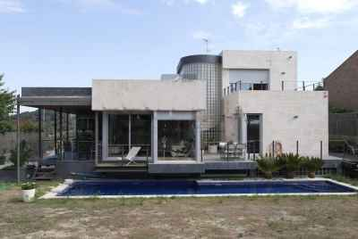 Detached house with terraces and swimming pool 30min from Barcelona